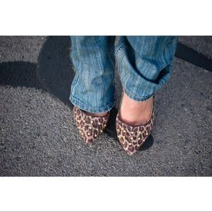 🔥 sexy leopard print, gold studded heels!!! 🔥